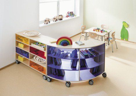 Toy box with casters / in wood